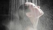 샤워할 때 '절대' 하면<br>안 된다는 5가지 행동